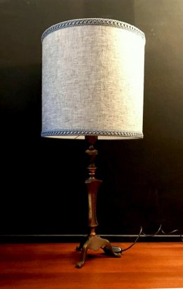 TABLE LAM PWITH GREY LINEN LAMPSHADE