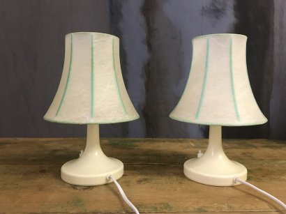 PAIR OF SMALL PLASTIC TABLE LAMPS